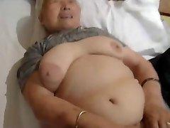 80yr vana Jaapani Vanaema Ikka veel Armastab, et Kurat (Tsenseerimata)