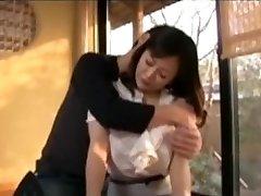 دختر نوجوان Fucks در مادر ژاپنی 2