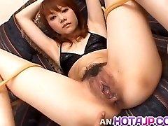 Saki Tachibana saistīts izpaužas seksa rotaļlietas ass