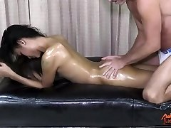 LadyboyPlay - T-model Iceland Grease Massage
