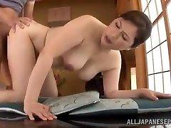 Zrelé Japonský Babe Používa Jej Mačička K Uspokojiť Svojho Muža