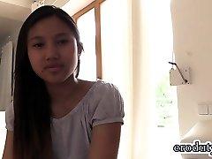 Thajský teen dildo a orgazmus