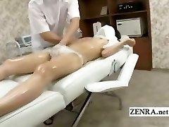 Legendado tímido Japonês estudante primeira massagem erótica