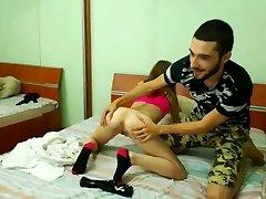 Garota de 18 anos recebe seu bichano comido pelo namorado
