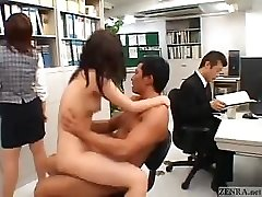 Japanese couple screws in the middle of an office
