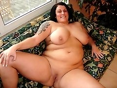 Tatooed BBW loves to swallow cum!