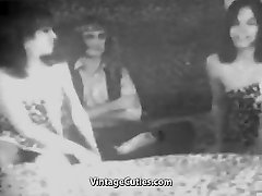 Guy Fucks 2 Sexy Girls (1950s Vintage)