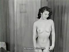 Nahé Brunetka Teases s Dokonalé Telo (1950 Ročník)