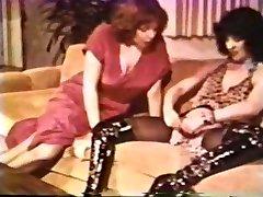 Girl-on-girl Peepshow Loops 612 70s and 80s - Gig 2
