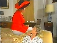 Retro Mature French Mommy enjoys fisting