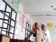 Desi head master fuck urdu lecturer school affair caught mms