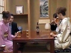 Milf i innledende heat, Mio Okazaki, har en vill knulle