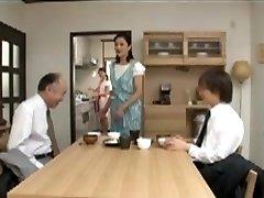 Japansk Mamma Bryr seg for Gutten før sengetid Tid