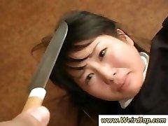 Asiatiske maids bli ydmyket og behandlet som dritt i dette klippet