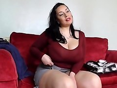 Enormous sex bomb mother with hairy British poon