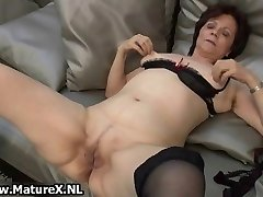 Mature housewife in gorgeous stockings