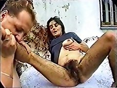 pohoten amaterski film z fetiš, nekaj prizorov