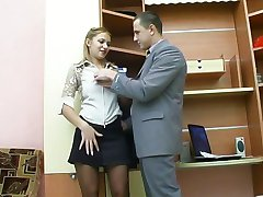 Le sexe au bureau avec la fille russe