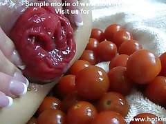 Hotkinkyjo Vegetable anal play (50 tomatos)