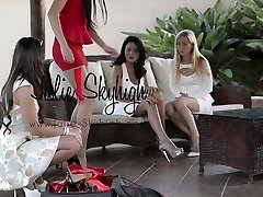 4 spectacular girls show how to walk in high heels first time