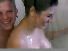 Busty brünett gf aastal dušš kurat