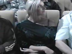 nikki a pipăit în cinema