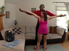 Kayla Ouest a son mari la regarder prendre bite noire