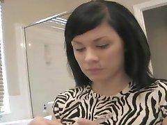 Andi putting on make-up - Sologirlcontent