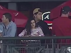 le tocca le tette durante una partita di baseball
