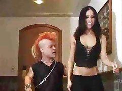 Hot chick dostane anální od trpaslíka s čírem..RDL