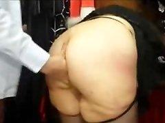 Chubby γαλλικά MILF με μεγάλο κώλο πατήσαμε σε ένα sex shop