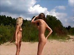 Nude Adolescentes Jogando na Praia por jojg0308