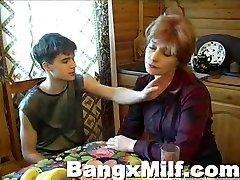 Nastolatek chłopak gorący kurwa, pyszne mama