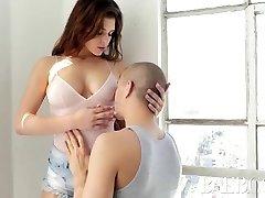 baeb fata leah gotti seduce si fute fotograf