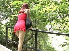 Vroče teen v rdečo obleko je zajebal na prostem