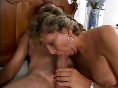 Mature is getting her dirty ass fucked