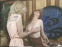 Jacqueline Larians seduced and then martubates a hot girl and lick her pussy