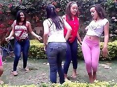 DOMINICAN TEEN Hoes DANCING