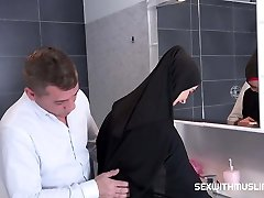 Czech Muslim bitch Freya Dee was surprised in the bathroom.