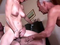 Inexperienced mature cuckold threesome