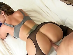 Jaw-dropping nerdy MILF with gorgeous big boobs Eva Notty wanna ride dick