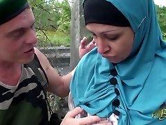 Nafila Essid - hijabi ravage machine