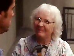 Ja man, oude vrouw scène