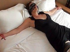 Offerte les yeux bandes egy ensz inconnu dans un hotel