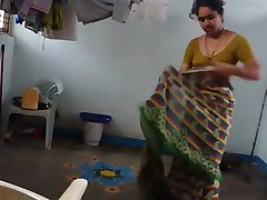 Aunty change saree