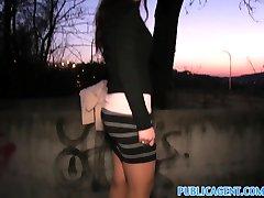 PublicAgent Jolies femmes se faire baiser par son nylon pantyhoes