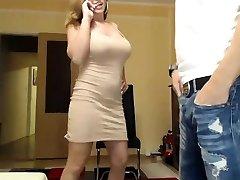 latina milf avec des seins avec des gros tétons