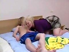 Russe maman de Lena avec son fille