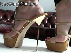 shoes-red-toenails