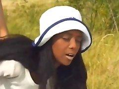 Ebony hottie Anale